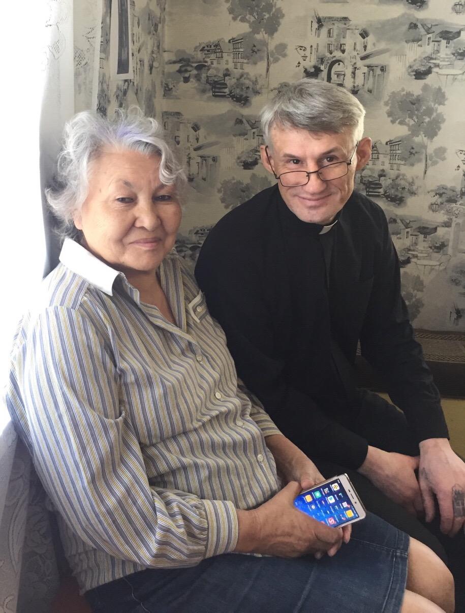 Fr. Vitali Gavrilov and Valentina Bratmayer (Tuim, Khakassia).